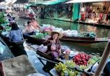 24 Merchant at floating market, Thailand_DSC2796