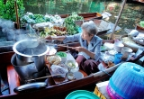 25 Soup preparation at floating market, Thailand_DSC2785