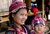 39_Akha Nill tibe woman with child DSC3354