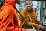 81 Feeding the monks DSC4335
