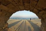 25 Under roman aqueduct caesarea  DSC7484