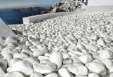 31 White stones on a hot roof in Fira DSC_0055